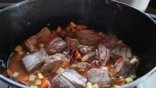 viande-legumes-epice-et-eau-